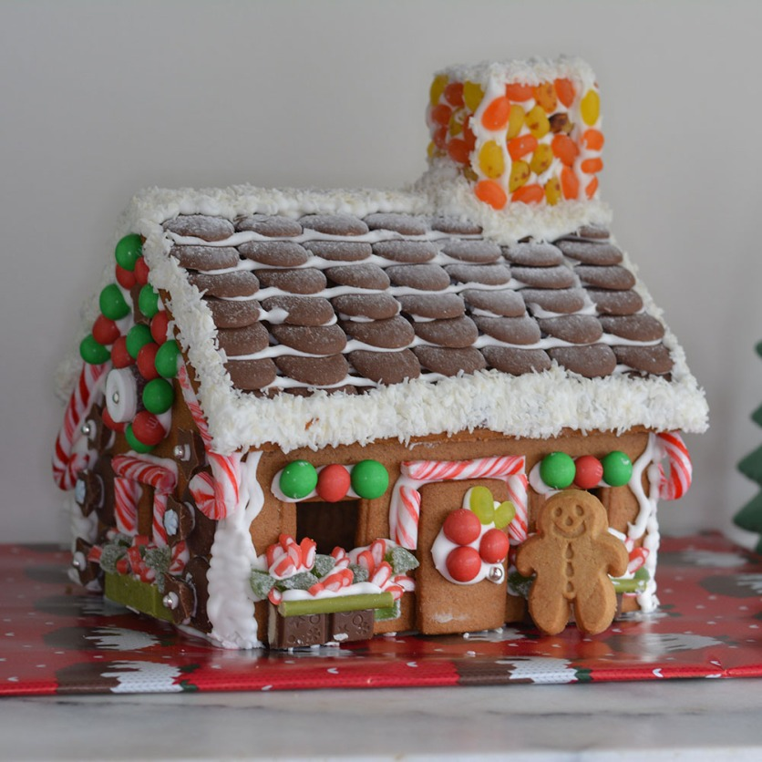 gingerbreadhousefrontview
